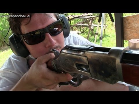 Shooting the Uberti 1873 44-40 lever action Winchester to 300 meters