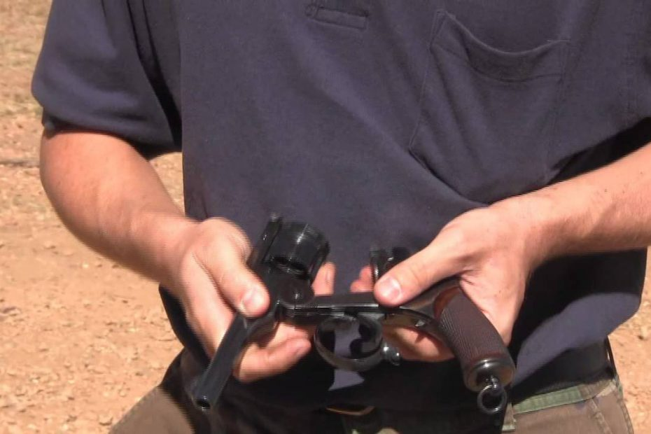 Japanese Type 26 Revolver – Shooting and Mechanism