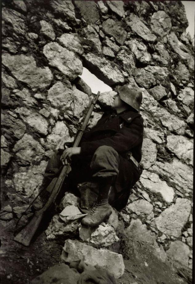 A Republican soldier with Mannlicher M.88/90