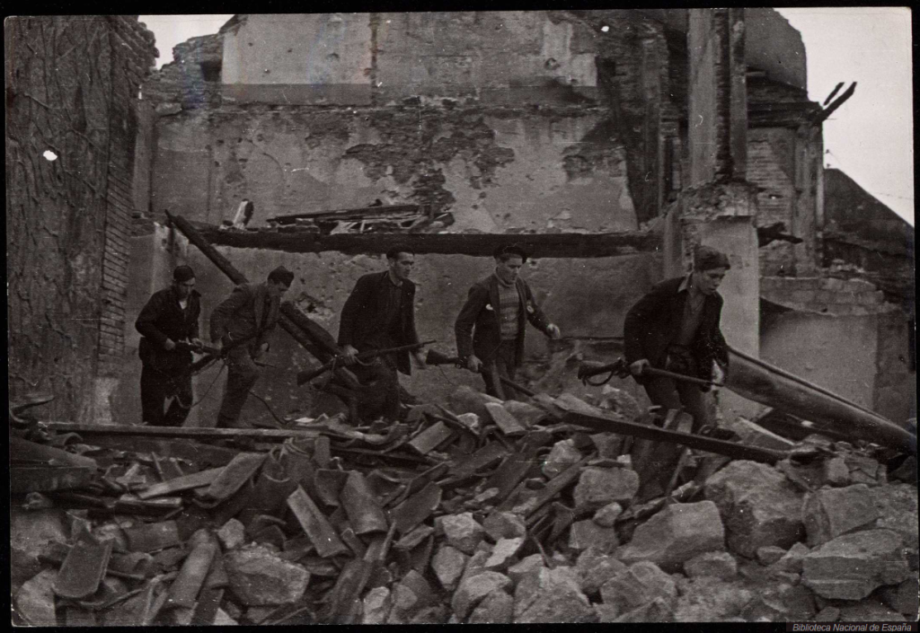 Republican troops with French Berthier rifles